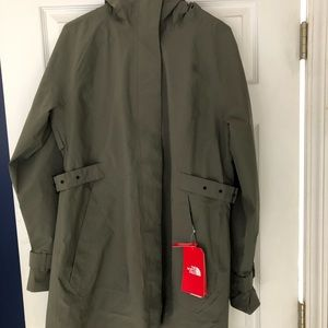 The North Face Women's City Breeze Trench NWT L